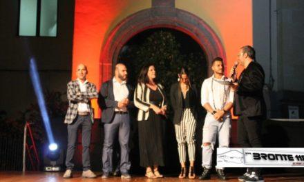 """BRONTE: GRANDE SUCCESSO PER LA SERATA """"NDI VIRIMMU A CHIAZZA"""" LE FOTO"""