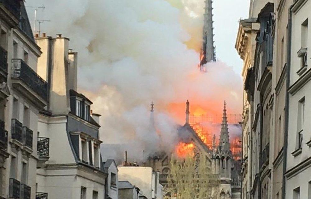 PARIGI: IN CORSO GROSSO INCENDIO A NOTRE-DAME