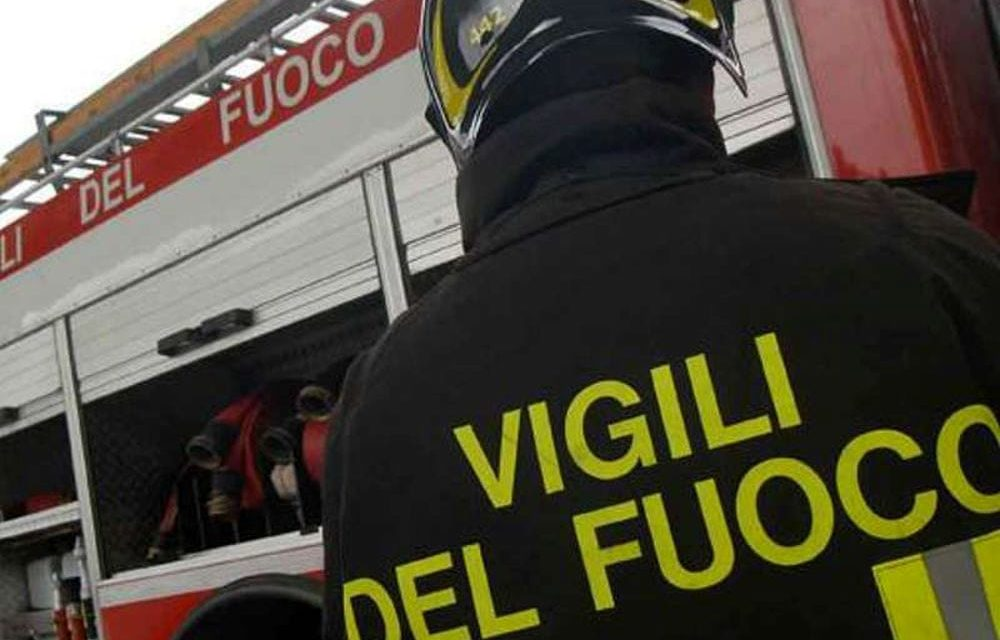 CATANIA: AUTO IN FIAMME, PERSONA INTRAPPOLATA ALL'INTERNO, È GRAVE