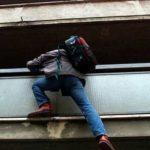 BIANCAVILLA: RUBA VESTITI AD UN ANZIANO 94ENNE E MANDA IN OSPEDALE IL NIPOTE
