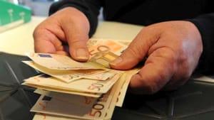 CATANIA: IMPRENDITORE PAGA PIZZO DA 7MILA EURO AL MESE, ARRESTATO 46ENNE