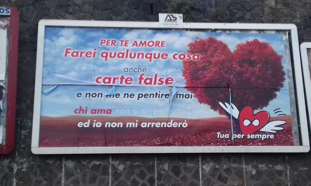 """BRONTE: RAFFICA DI MANIFESTI """"TUA PER SEMPRE"""" DA UNA DONNA MISTERIOSA, L'AMATO LAVORA AL COMUNE"""